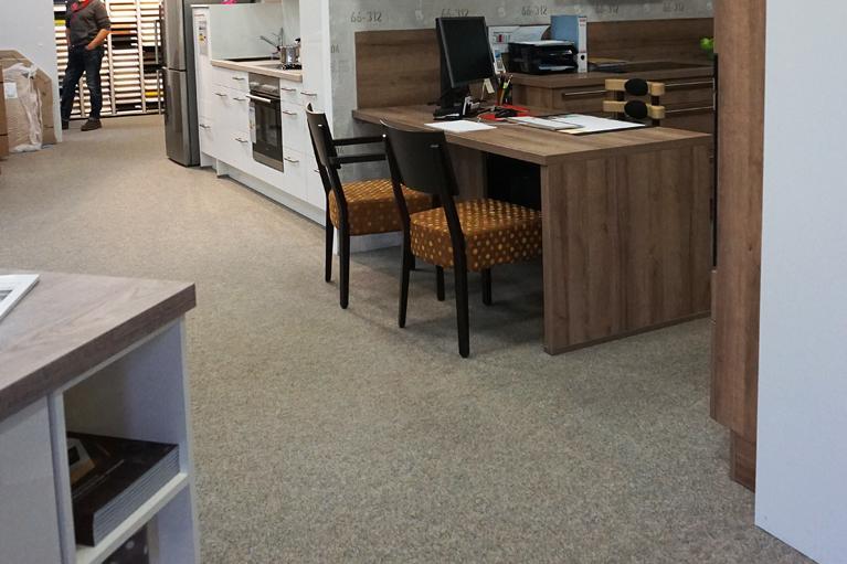 design systemboden teppichboden ausstellungsraum küche